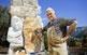 En Ferran Capdevila ha escampat escultures seves, en pedra i en ferro, per tota la comarca. A la foto, a Can Rull, la seva residència i taller.