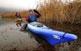 Als canyissars del pantà de Sant Llorenç de Montgai hi troben refugi una pila d'ocells aquàtics. A la fotografía, dos membres de l'Associació Piragüística de Balaguer.