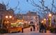 La plaça de la Fira, amb el castell al fons. En aquesta plaça, dividida en dues parts, hi ha l'església de Sant Miquel i l'ajuntament.