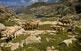 La Val de Ruda va ascendint fins arribar a l'estany Major de Saboredo, escortat a la fotografia per les agulles de Saboredo.