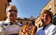 La gastronomia és, sens dubte, un dels ingredients que més bon gust deixen al visitant de la vall. La coca de pa i sucre que mostren el Ramon i la Nati, del forn de Cal Peretó de Sanaüja, n'és un exemple.