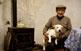 En Pepe Vidal amb el seu gos dins la cova on viuen.