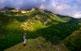 Des d'on és Alain Mangeot, conservador de la Reserva Natural de Noedes, es divisa tota la vall i també el poble que li dóna nom.