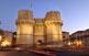 La porta de Serrans, amb les seves dues torres imponents, era una de les dotze per on es creuava la muralla del segle XIV.