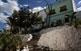 Cases al barri típic conegut com les Penyetes, perquè està construït damunt de les roques de la muntanya.