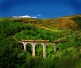 El Tren Groc, construït per a la indústria minera, és un dels esquers turístics més destacats de la Cerdanya. A la foto, travessant un viaducte de 70 m d'alçària entre Vià i Estavar.