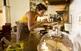 Tastant la cuina deliciosament cassolà.