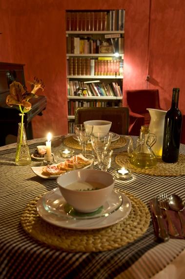 Un sopar romàntic amb vi de la regió.