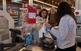 En un comerç d'Arenys vam comprar unes maduixes per guarnir la nostra taula.