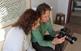 La Maria Rosa Vila i el Jordi Play comenten alguns detalls sobre l'enquadrament de la imatge.