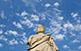L'estàtua del déu Asclepi.