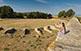 Restes de l'amfiteatre del segle I dC vistes des de dalt de la muralla.