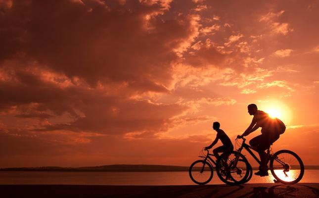Uns ciclistes amb BTT