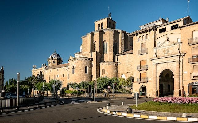 La catedral de Solsona i el portal del Pont