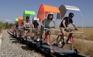 Les bicicletes roden sobre les vies del tren en la proposta de l�Ecorail del Cardener