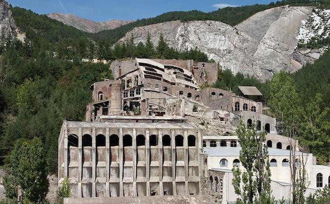 La fàbrica de ciment Asland, a Castellar de n'Hug