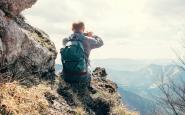 Un muntanyenc registra dades amb el seu tel�fon m�bil