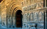 La portalada del monestir de Santa Maria de Ripoll, abans de la restauraci�