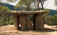 El dolmen de Pedra Gentil és una de les restes megalítiques del Parc del Montnegre i el Corredor