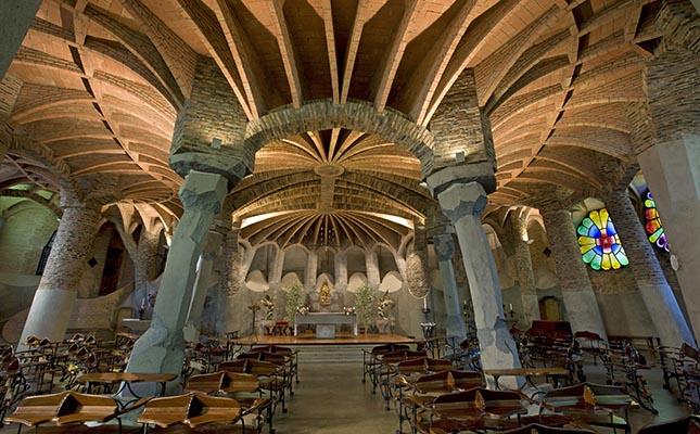 L'interior de la Cripta Gaudí, a la Colònia Güell