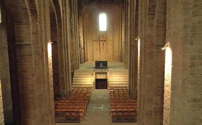 La nau central de l'església de Sant Vicenç, al castell de Cardona