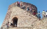 Un grup de visitants, a la torre Minyona del castell de Cardona