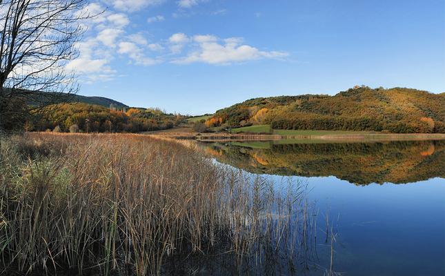 Panoràmica de l'estany de Montcortès