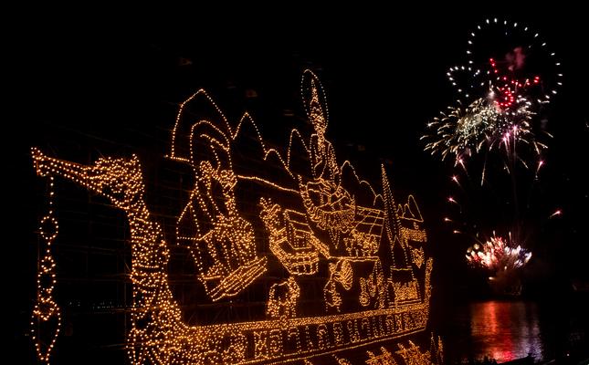 Els Reis Mags arriben per aigua i acompanyats per focs d'artifici
