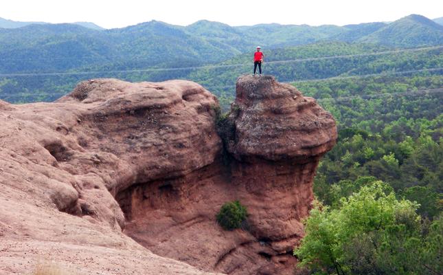 Roques vermelles prop del Collet del Vilar