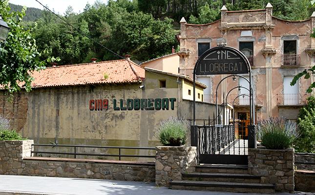 Rètol a la part posterior de l'antic Cine Llobregat, a la Pobla de Lillet