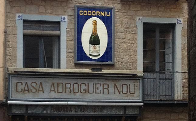 Adrogueria centenària Casa Adroguer Nou, a Solsona