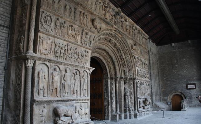 Portalada del monestir de Ripoll, coneguda com la 'bíblia en pedra'