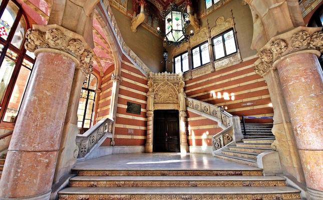 El vestíbul de l'edifici principal del Recinte Modernista de Sant Pau