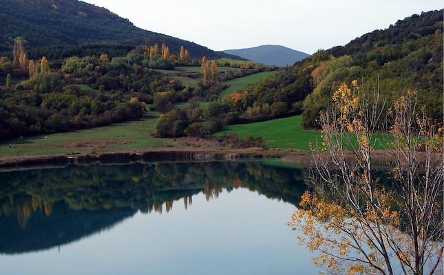 L'estany de Montcortès, al Pallars