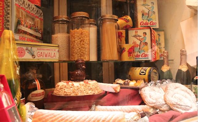 L'aparador de Cal Feu, una de les botigues museïtzades de la plaça Gran de Calaf