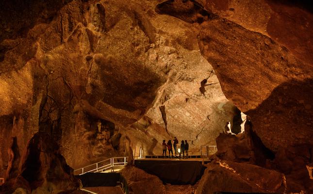 L'interior de les Coves de Montserrat, a Collbató