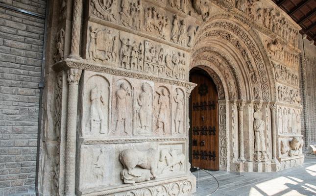 Santa Maria de Ripoll portalada