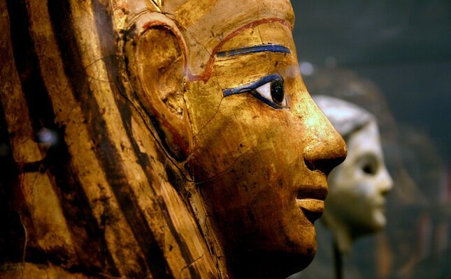 Primer pla d'un faraó al Museu Egipci