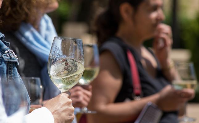 L'Enotast presenta dos vins de la DO Alella