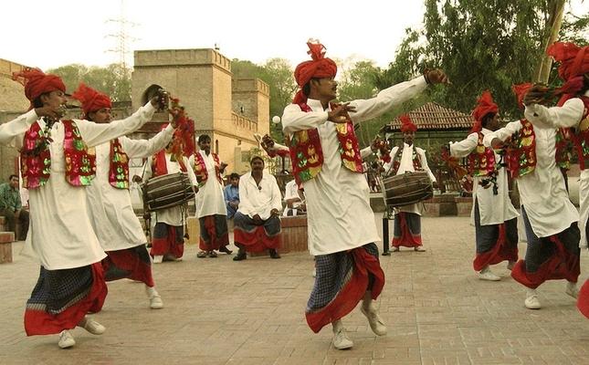 La dansa Bhangra és una de les més ballades durant el Lohri.