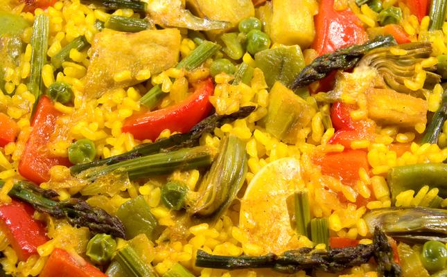 Paella amb carxofa i altres hortalisses