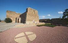 Castell dels templers de Gardeny amb el símbol dels templers gravat a terra