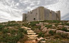 La pujada al castell del Montgrí, record de princeses i cavallers