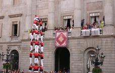 5 de 8 dels Castellers de Barcelona a la Plaça Sant Jaume