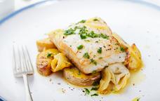Bacallà rostit amb patates al forn i carxofes