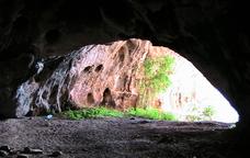 L'entrada de la Cova del Tabac