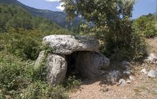Entre dòlmens, a la vall de Cabó