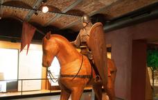 L'equipament del cavaller, una figura que forma part de l'exposició