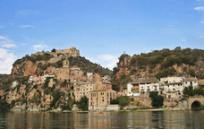El castell i el poble de Miravet