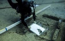 Investigador fent tasques subaquàtiques